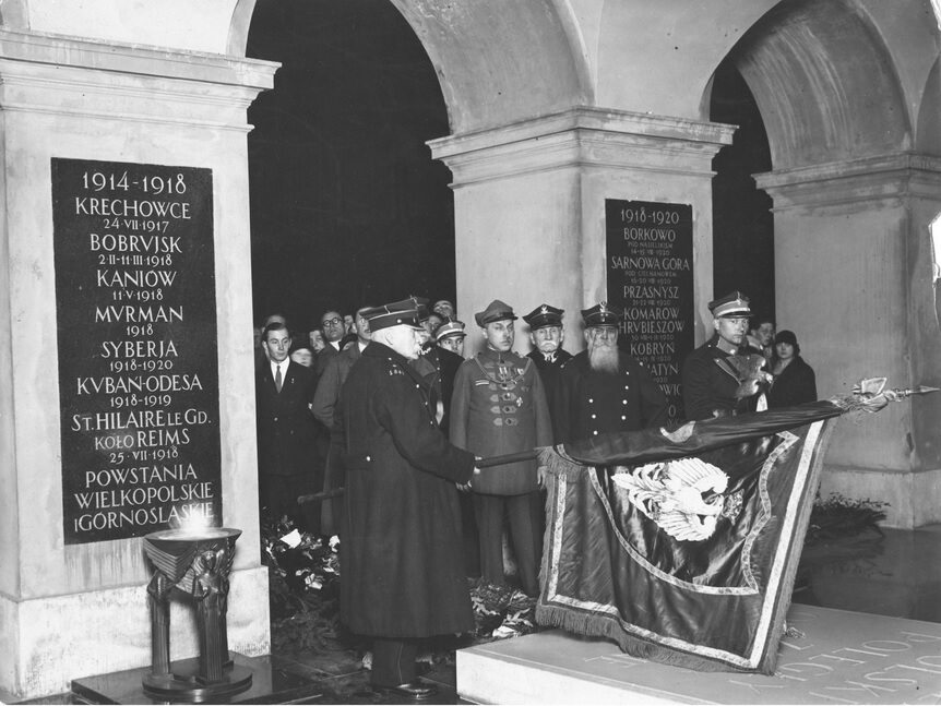 Weterani powstania styczniowego przed Grobem Nieznanego Żołnierza, 1926 r.
